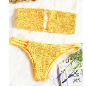 ✨3/$30✨ Zaful Bandeau Smocked Bikini